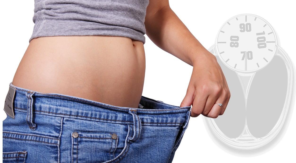痩せたウエストと体重計